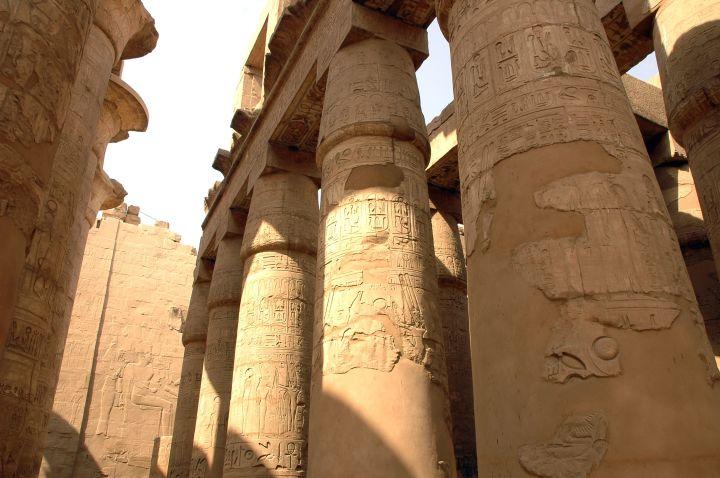colonne-fermee-karnak