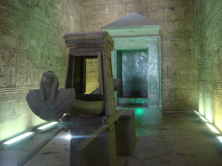 Temple_of_Edfu_sanctuary.jpg