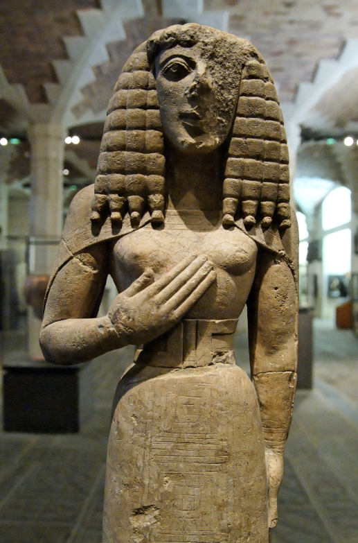Lady_of_Auxerre_Louvre_Ma3098_n2.jpg