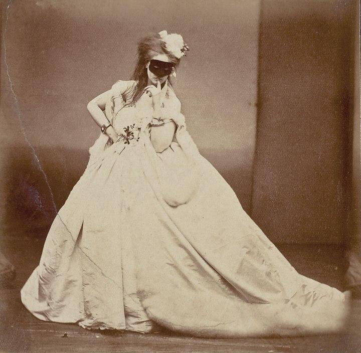 01-comtesse-de-castiglione-theredlist